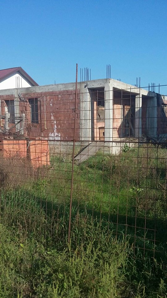 Casa la rosu in Pantelimon